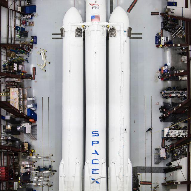 Компания Space X 15 лет назад и сейчас (4 фото)