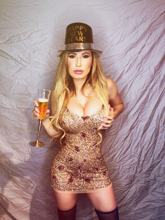 Новогодняя фотосессия Аны Браги (9 фото)