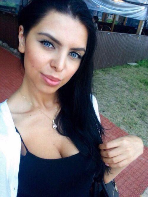Уроженка Махачкалы сбежала из дома, чтобы стать порноактрисой (9 фото)