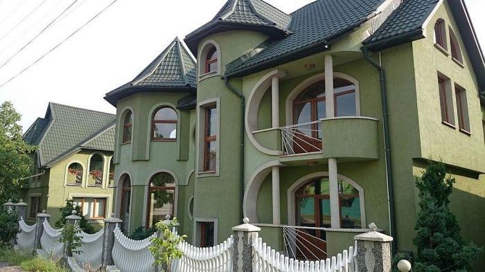 Дворцы и замки в украинском селе Нижняя Апша (19 фото)