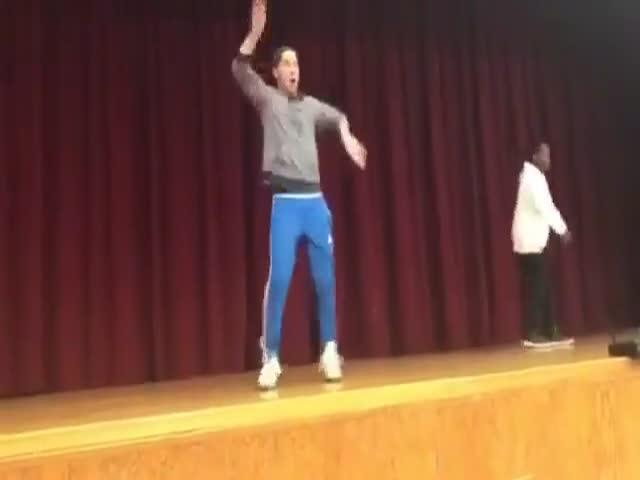 Танцевальный батл учителя и ученика