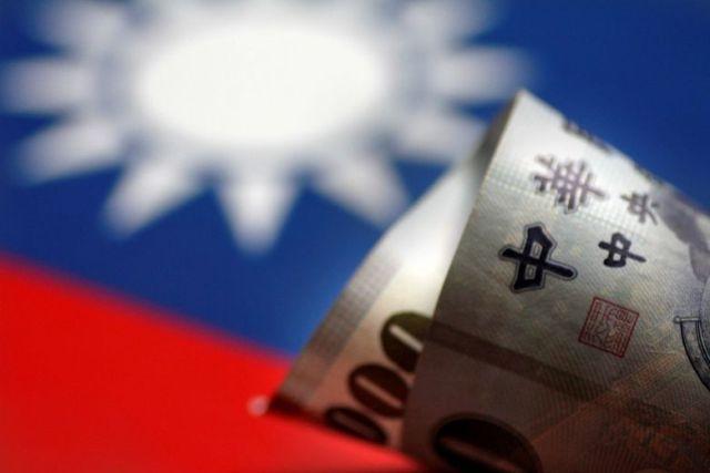 На Тайване женщина отсудила у сына миллион долларов за воспитание и образование (2 фото)
