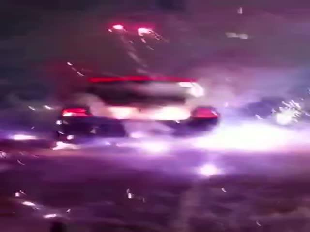 В США загорелся автомобиль с фейерверками