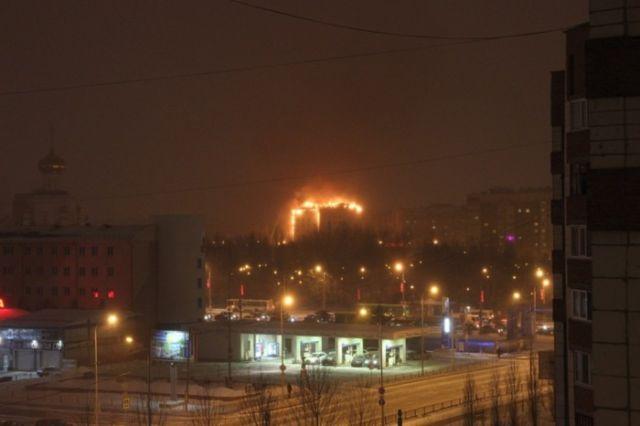 Пожар в многоэтажном доме Тюмени (4 фото + видео)