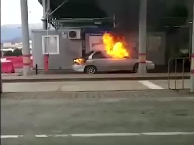На российско-абхазской границе сгорел автомобиль KIA