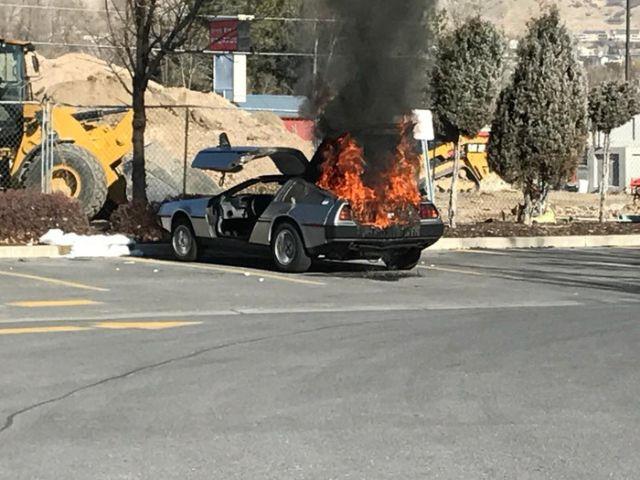 Эксклюзивный спорткар Delorean DMC-12 сгорел из-за отсутствия огнетушителя (3 фото)