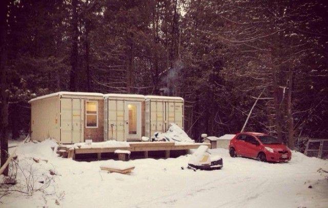 Дом из контейнеров в канадском лесу (6 фото)
