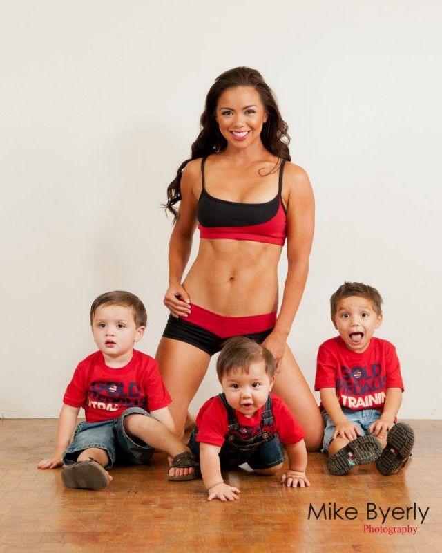 Мария Кан - мать троих детей, фигуре которая позавидую многие (3 фото)