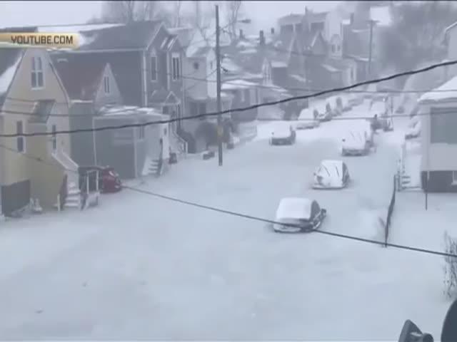 Вмерзшие в лед автомобили в Бостоне
