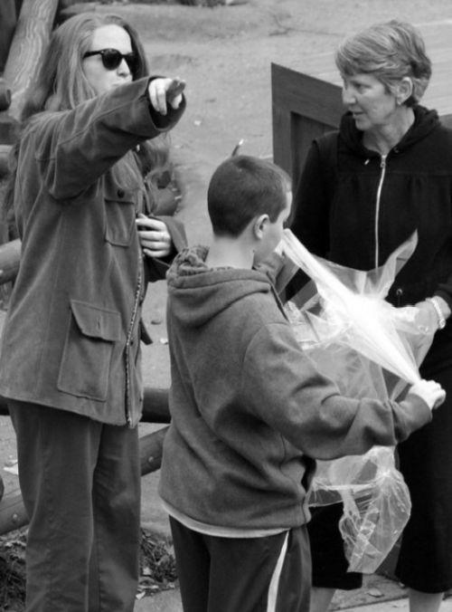 Знаменитый жест Уолта Диснея (5 фото)