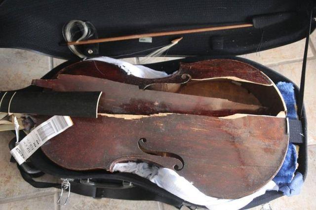 Авиакомпания Alitalia уничтожила старинный музыкальный инструмент скрипачки Мирны Херцог (4 фото)