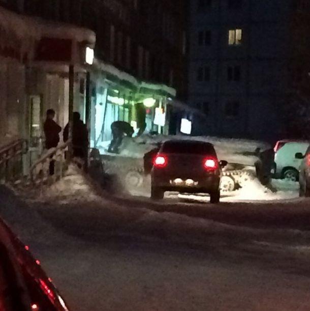 В Мурманской области мужчина угнал бронированный тягач и украл бутылку вина (4 фото)