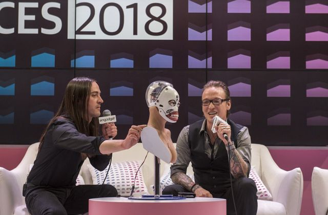 На выставке CES 2018 представили модульного секс-робота (4 фото + видео)