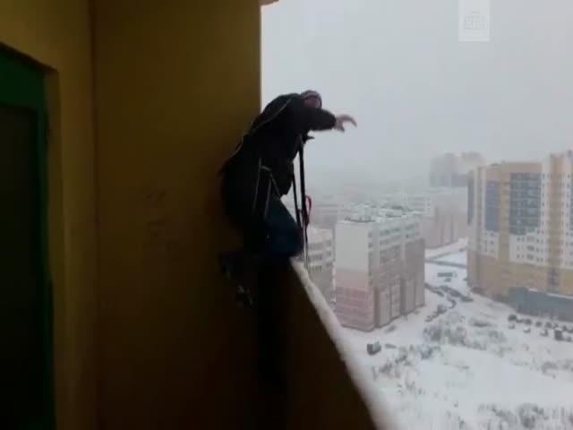 Прыжок с парашютом с балкона многоэтажки