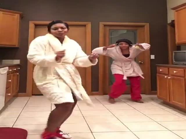 Танцующая темнокожая семья обрела известность в сети