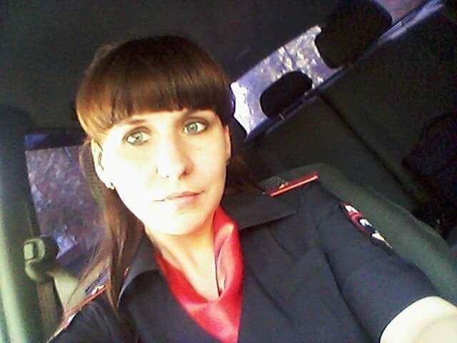 Майор полиции Алапаевска публиковала фривольные фото в сети (8 фото)