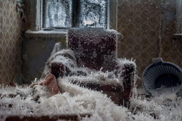 Пар и мороз создали удивительную картину (4 фото)
