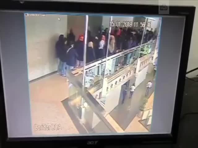Обрушение балкона в здании Индонезийской фондовой биржи