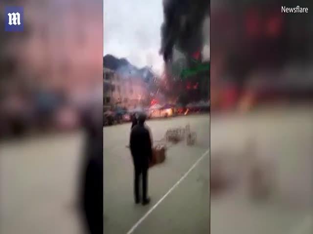Пожар на в магазине пиротехники в Китае