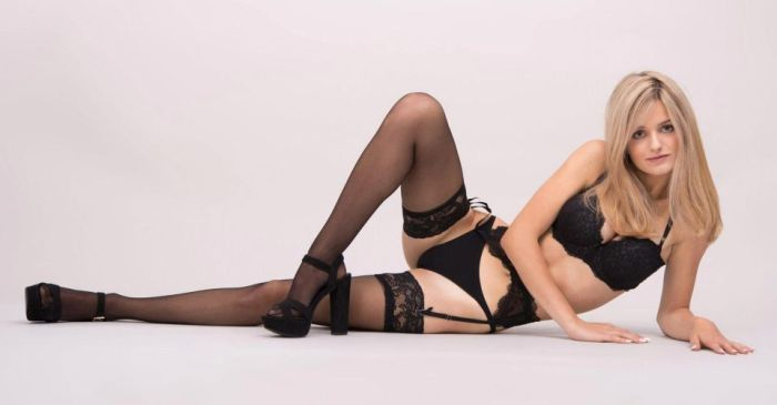 Итальянская модель выставила на продажу девственность, чтобы оплатить учебу в Кембридже (9 фото)