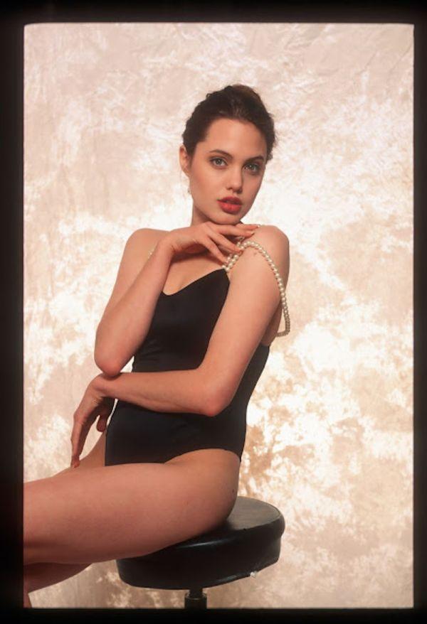 Фото юной Анджелины Джоли из одной фотосессии (23 фото)