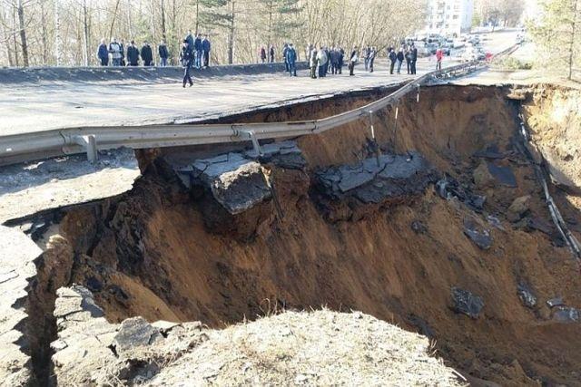 Предприятия Ржева за свой счет восстановили разрушенную дамбу и получили штраф от чиновников (3 фото)