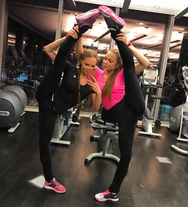 Девушки демонстрируют нам свою гибкость (40 фото)