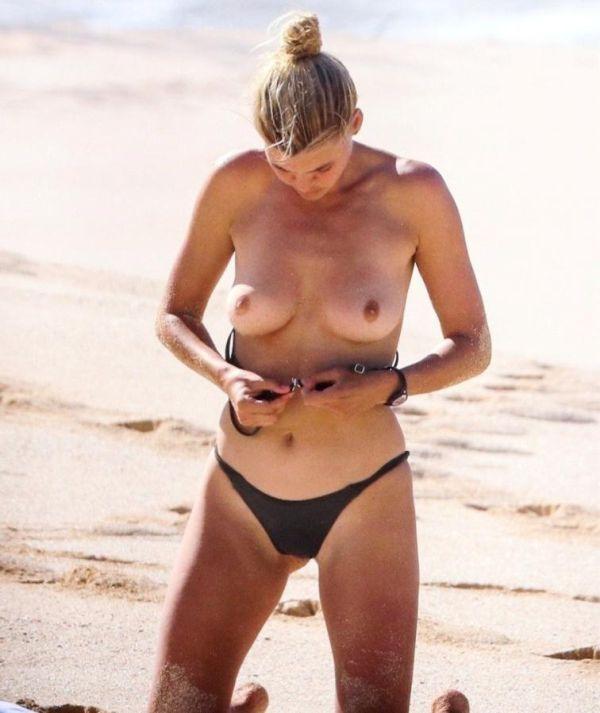 Звезда фильма «Спасатели Малибу» Келли Рорбах занялась йогой на пляже. НЮ (3 фото)