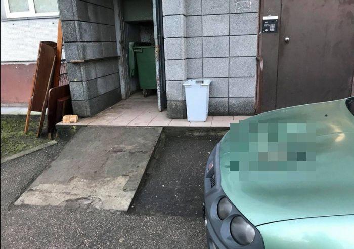 В Латвии тоже наказывают за неправильную парковку (2 фото)