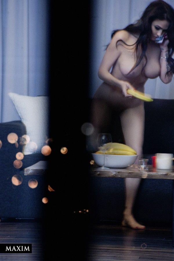 Алёна Водонаева снялась в эротической фотосессии для журнала Maxim (17 фото)