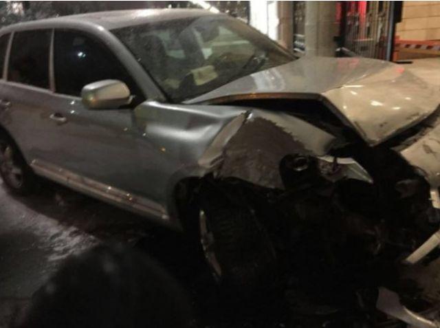 В Астане пьяный полицейский на Porsche Cayenne въехал в президентский дворец (2 фото)