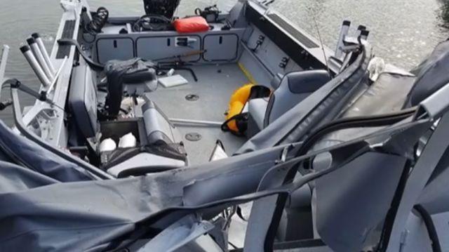 Рыбаки едва успели выпрыгнуть из лодки перед столкновением с катером (6 фото + видео)