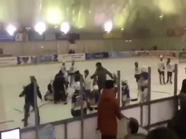 Массовая драка на хоккейном матче во Владикавказе