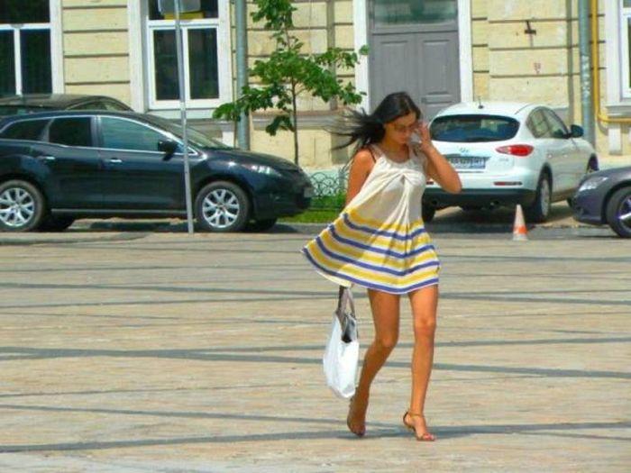 Прелестные девушки с улиц (37 фото)
