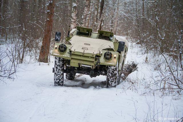Бронированный внедорожный кабриолет БТР-40 (18 фото)