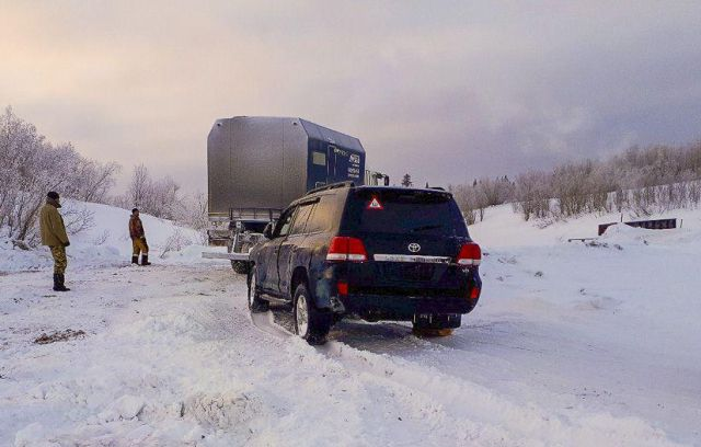 Со дна Печоры достали внедорожник Toyota Land Cruiser (12 фото)