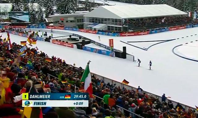 Биатлонистка Дарья Домрачева не стала обгонять Доротеею Вирер, которую она случайно лишила лыжной палки (3 фото + видео)