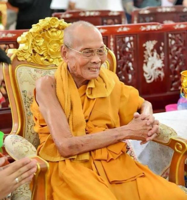 На лице умершего два месяца назад буддийского монаха обнаружили улыбку (4 фото)