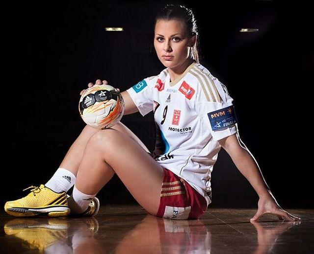Норвежская гандболистка Нора Мёрк отказалась выступать за сборную из-за украденных интимных фото (10 фото)