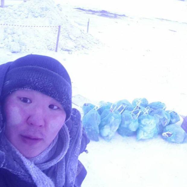 В Якутске волонтер собрал 14 мешков мусора на месте крещенских купаний (2 фото + 2 видео)