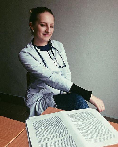 Раскованный врач из витебской поликлиники (15 фото + 2 видео)