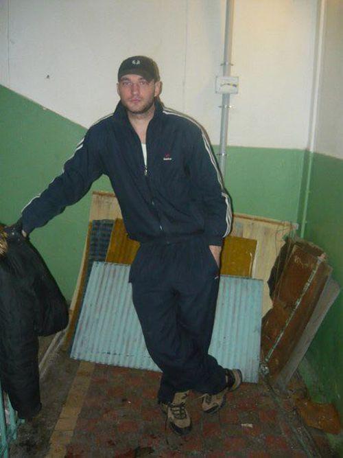 В Москве внедорожник врезался в остановку
