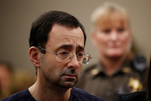 Бывший врач сборной США по гимнастике Ларри Нассар приговорен к 175 годам тюрьмы за домогательства к спортсменкам (2 фото)