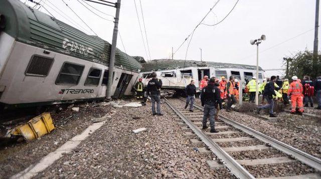 Под Миланом электричка сошла с рельсов (7 фото)