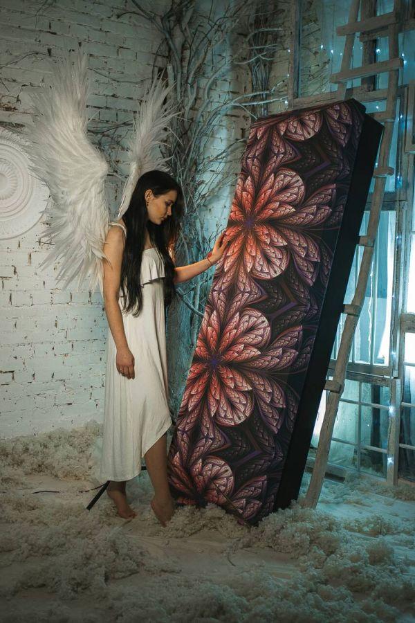 Украинские красотки устроили фотосессию с эко-гробами (7 фото)