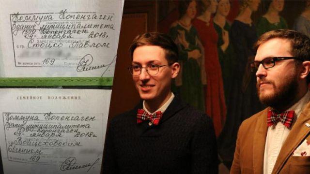 Пара мужчин пошла на хитрый шаг, чтобы добиться признания своего брака в России (2 фото + видео)