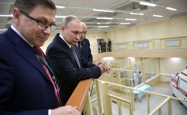 Как Путин за «родами» наблюдал (4 фото)
