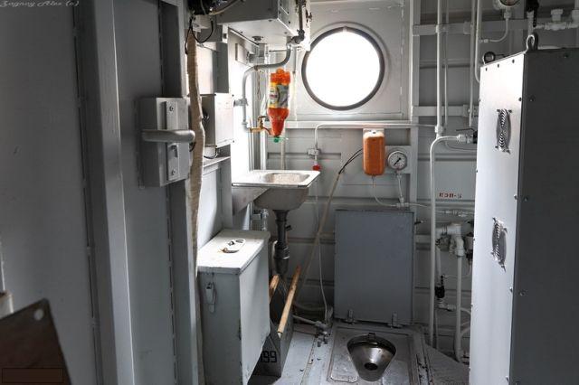 Как выглядят туалеты на тепловозах и электровозах (7 фото)
