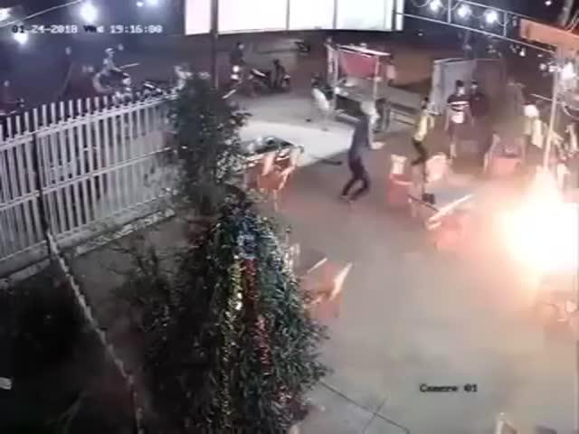 Нападение на кафе во Вьетнаме