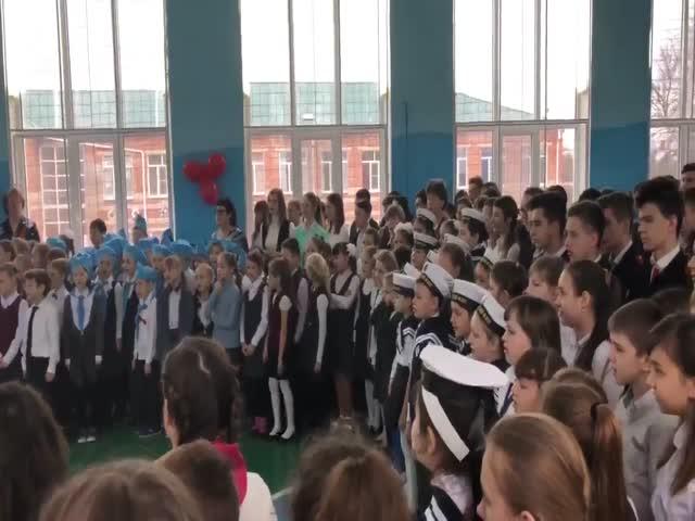 «Дядя Вова, мы с тобой»: школьники спели песню в поддержку Путина